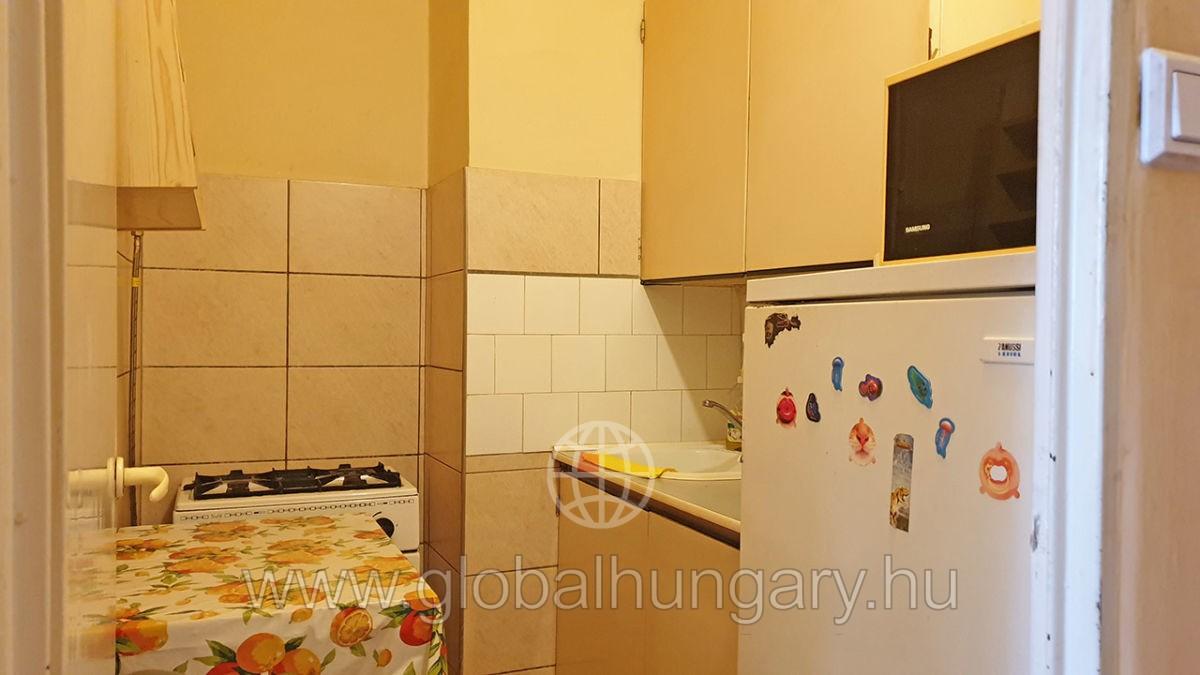 Pécs, Orvosi Egyetem közeli,1,5 szobás lakás