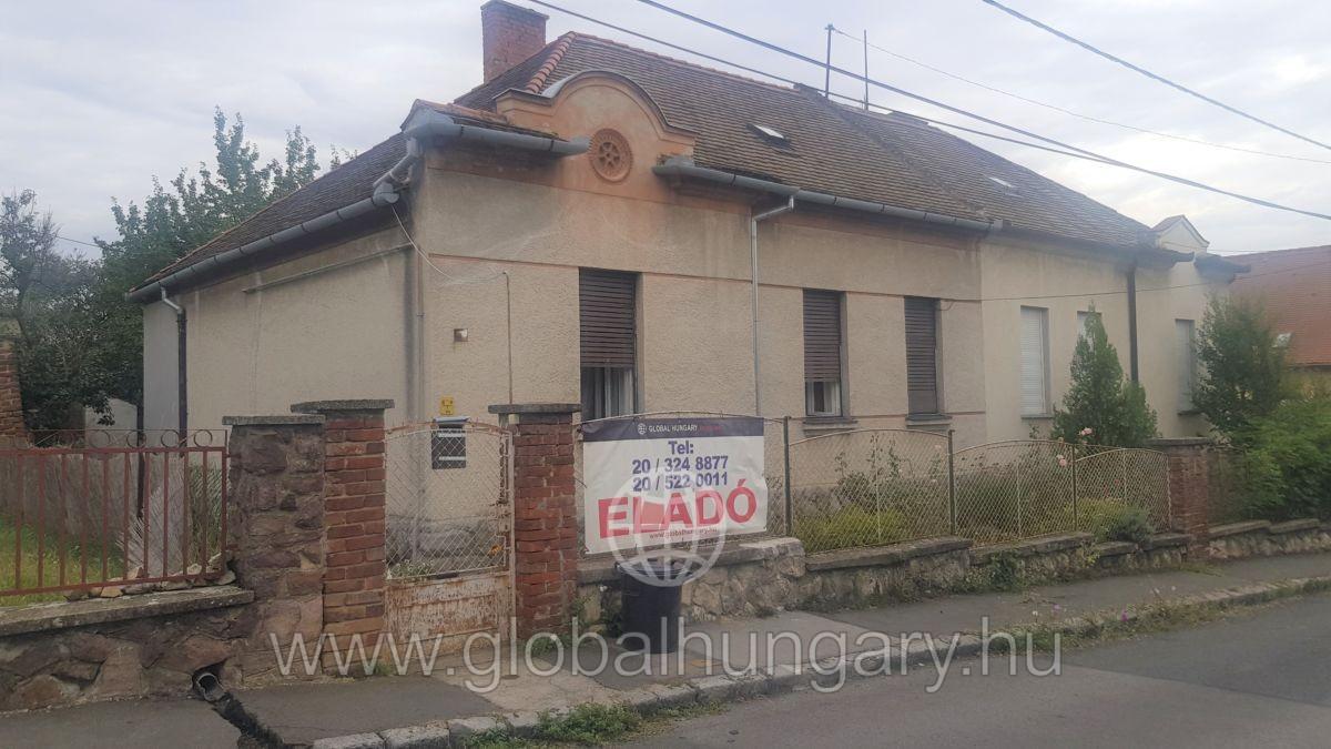 Szigeti útnál 100 m2-es ház 600 m2-es telken eladó