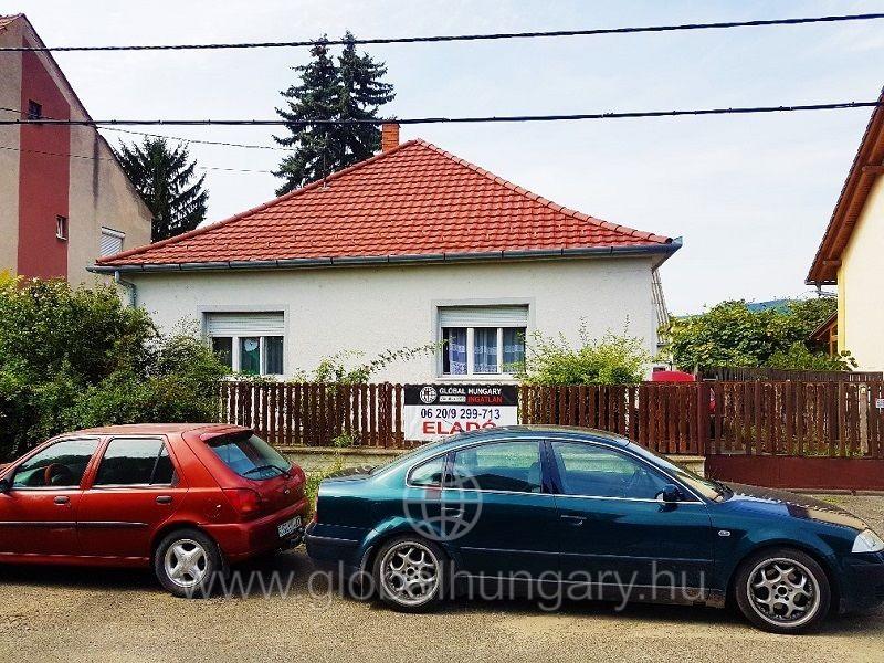 Régi kertvárosban 110m2-es 4 szobás családi ház eladó.