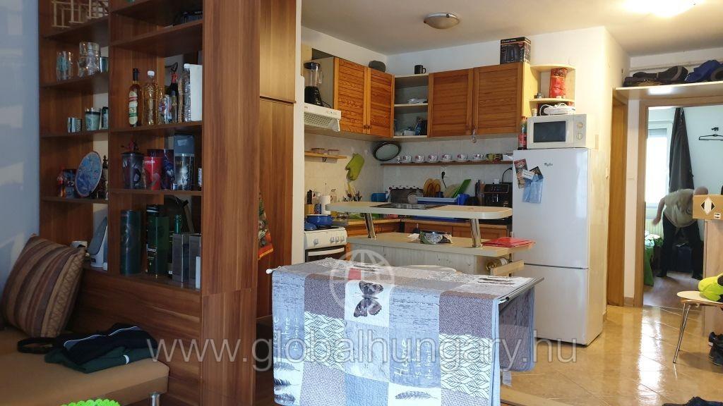 Pécs Hungária úton 12 éves lakás eladó