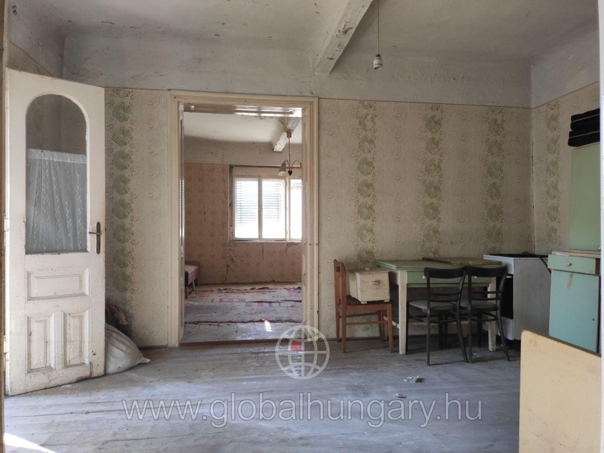 Pécs mellett 20km-re Vokányban 120m2-es 4szobás családi ház