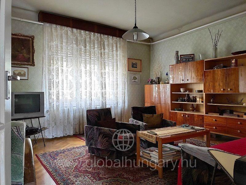 a Ledinai városrészen 60m2-es 2 szobás ház 225m2 telken.