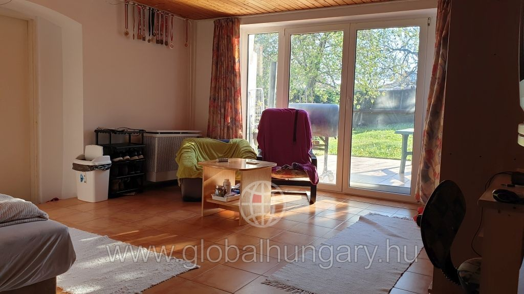 Pécs patacson 2 szoba nappalis családi ház eladó