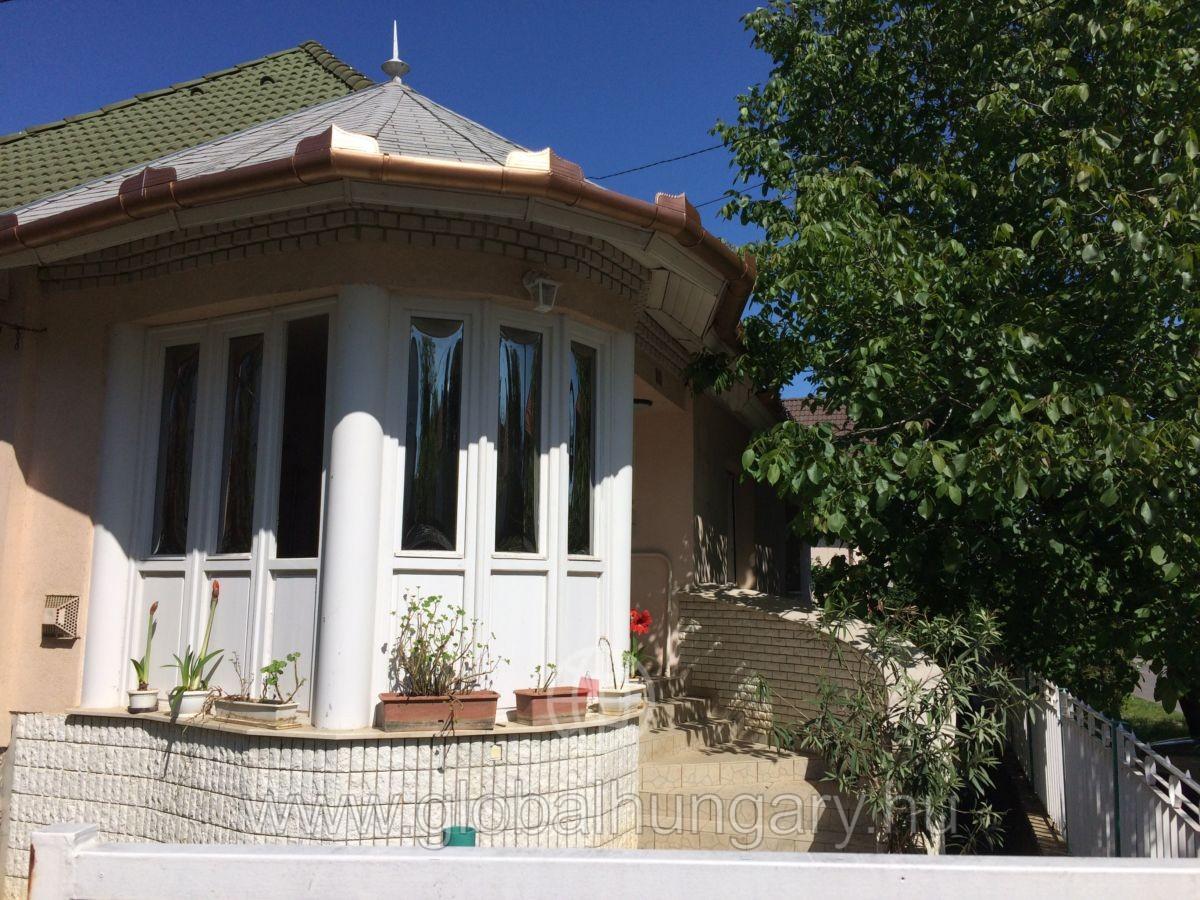 Régi-Kertváros Bogár utca 2 kétgenerációs családi ház eladó!