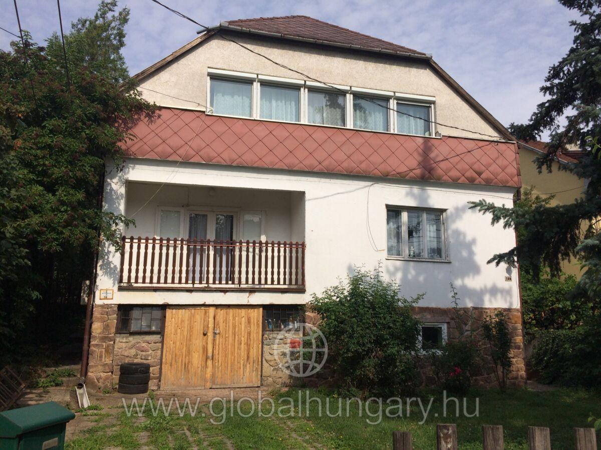 Kétgenerációs családi ház az Ürögi városrészben!