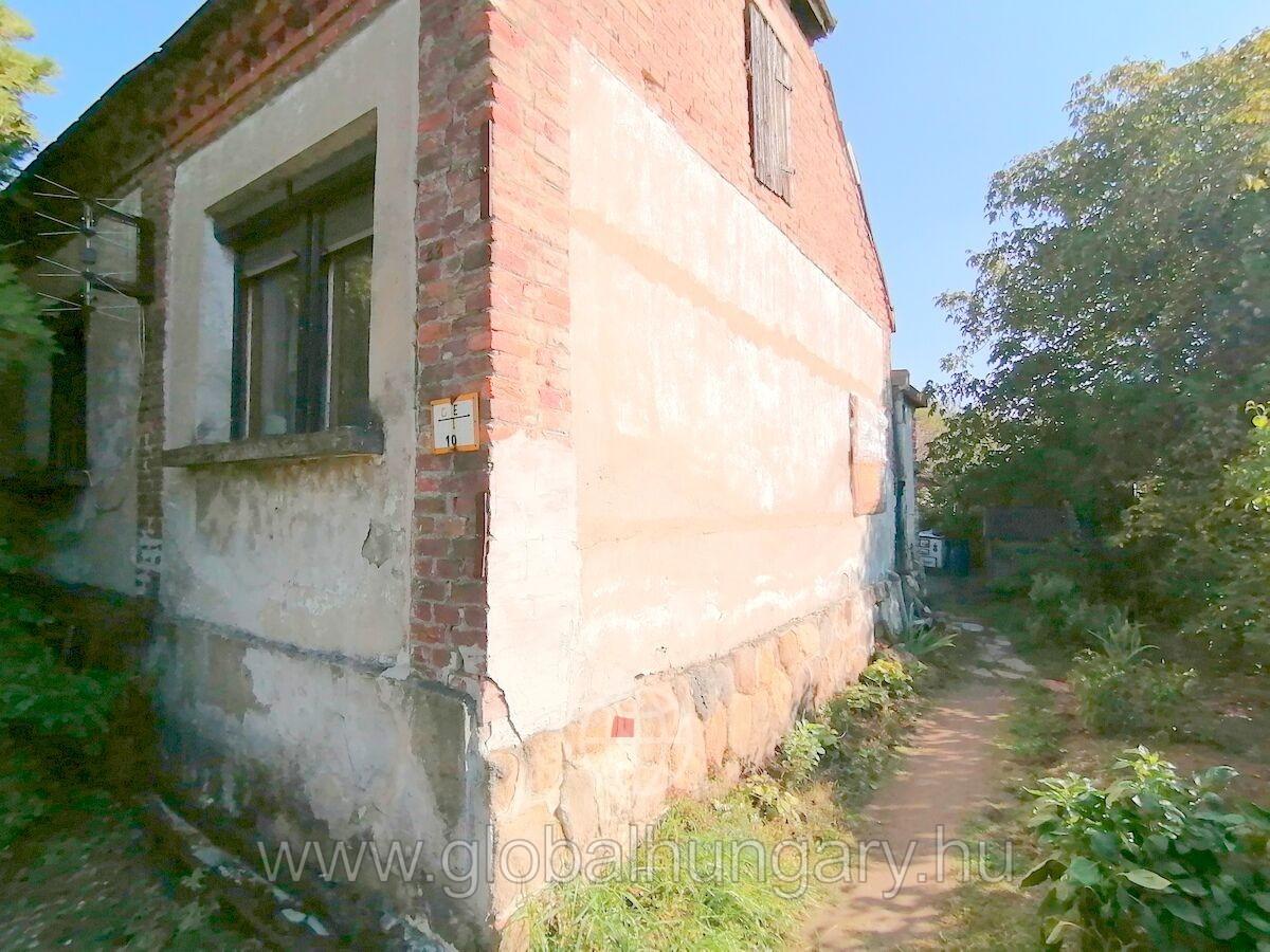 80 nm-es, 3 szobás családi ház Pécsbányán
