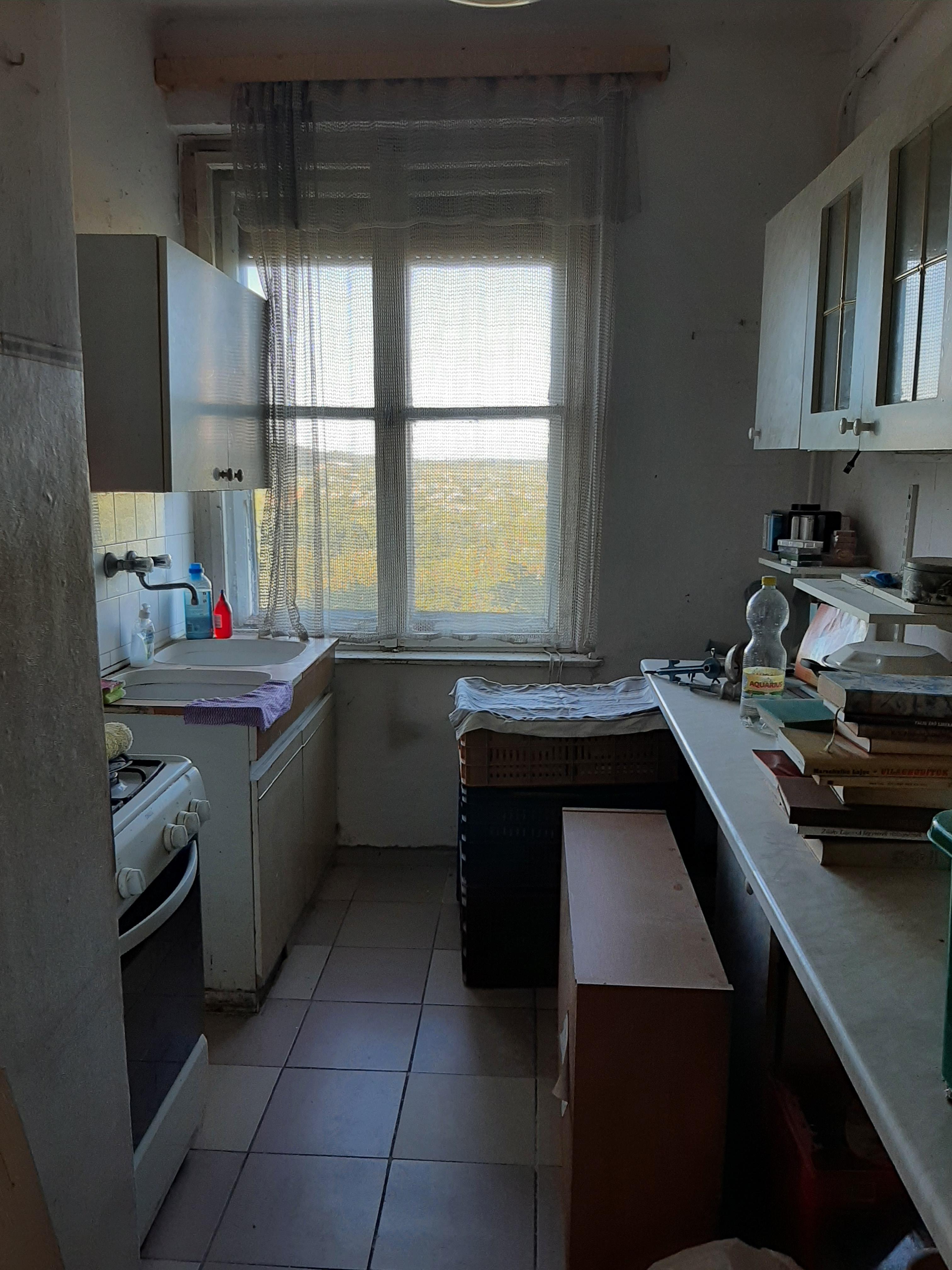 Pécsen 2 szobás tégla lakás eladó!