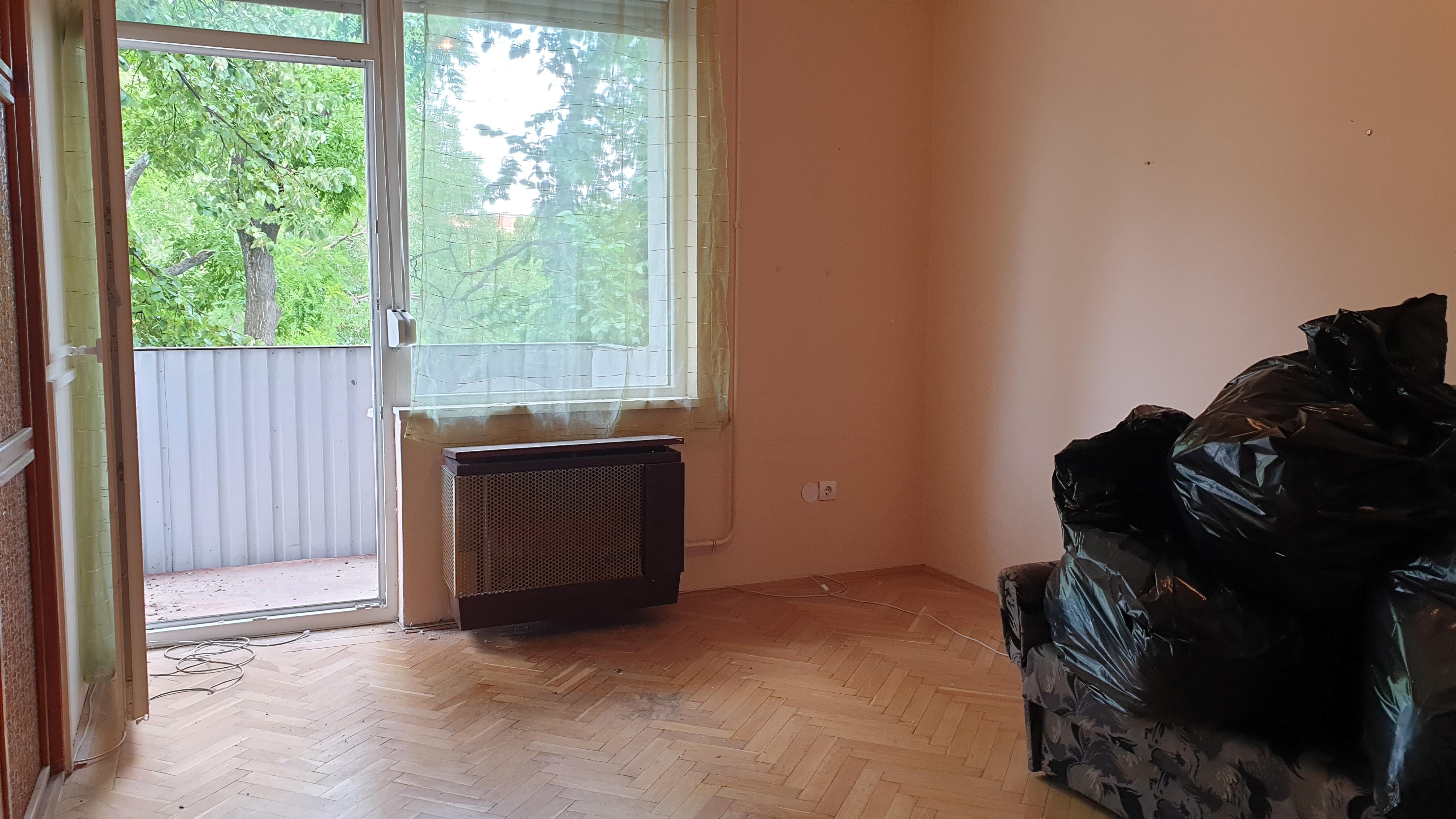Pécs Uránváros központjában lakás eladó