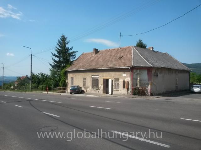 Forgalmas helyen utcafronti ház/ üzlet
