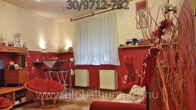 Pécs,Tettye, 2 szobás, felújított ház
