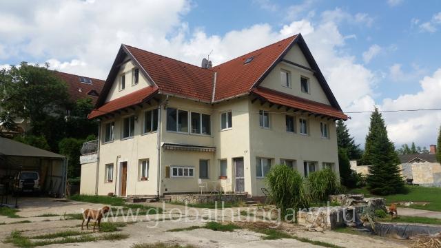 4 lakásos családi ház / irodaház-kereskedelmi központ eladó!