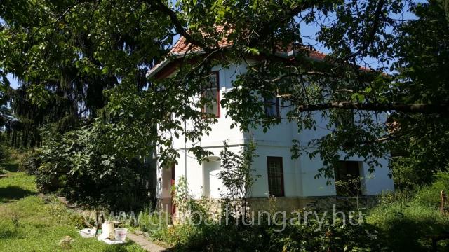 Pécsi patinás ház eladó