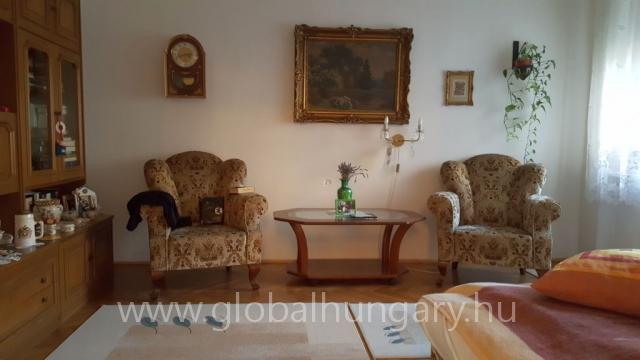 Pécs belvárosi magasföldszinti  jó állapotú lakás eladó